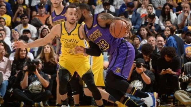 Pertandingan NBA antara Los Angeles Lakers kontra Golden State Warriors
