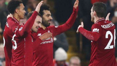 Para pemain Liverpool saat rayakan gol.