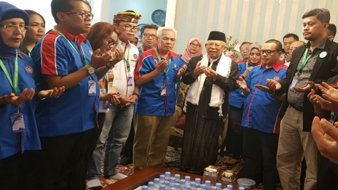 Cawapres 01 KH Maruf Amin menerima relawan KSPI di rumahnya