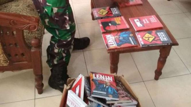 Buku bertemakan komunisme dan PKI dari berbagai judul diamankan aparat gabungan