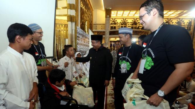 Gojek beri santunan anak yatim di Bandung