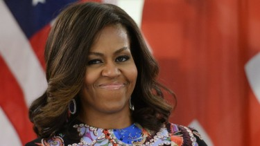 https://thumb.viva.co.id/media/frontend/thumbs3/2018/12/28/5c25a64b39b7d-michelle-obama-geser-hillary-clinton-sebagai-perempuan-as-paling-dikagumi_375_211.jpg
