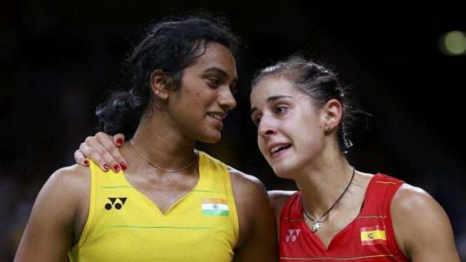Pebulutangkis tunggal putri PV Sindhu dan Carolina Marin