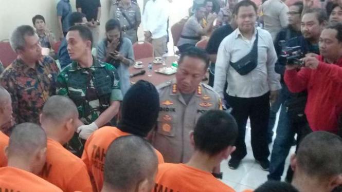 Para tersangka kasus kejahatan yang ditangkap aparat Polresta Depok