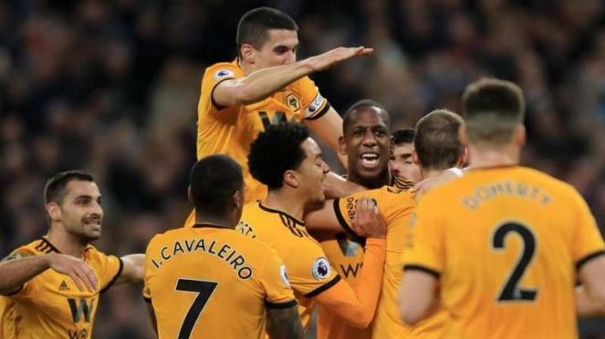 Para pemain Wolverhampton merayakan kemenangan atas Tottenham Hotspur