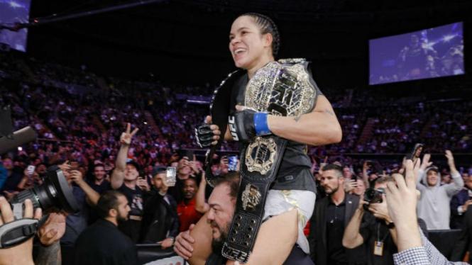 Juara baru kelas bulu wanita UFC, Amanda Nunes
