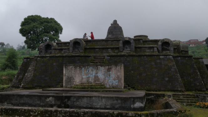 Ada Candi Borobudur Mini Di Cipanas Cianjur Viva