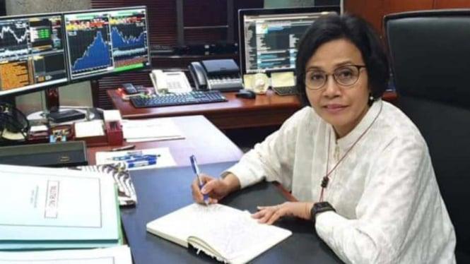 Menteri Keuangan Sri Mulyani Indrawati di Ruang Kerjanya.