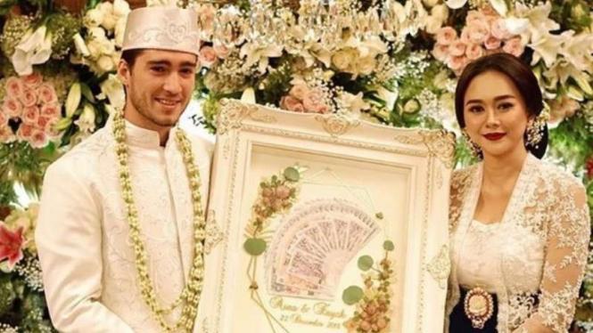 Aura Kasih menikah