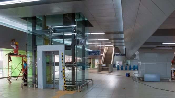 Interior pada stasiun MRT Jakarta yang berada di Blok M, Jakarta.