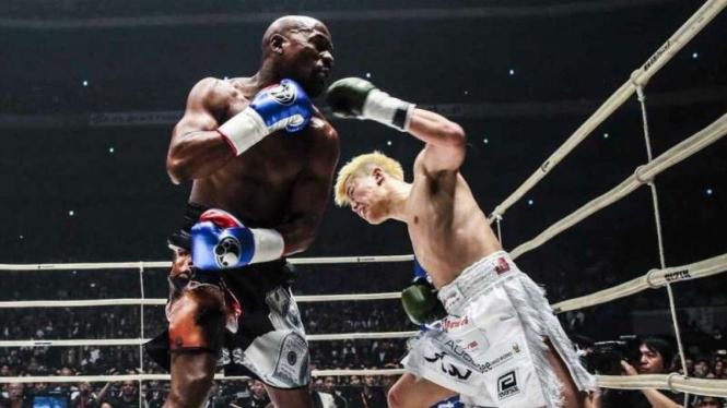 Pertarungan eksebisi Floyd Mayweather Jr melawan Tenshin Nasukawa