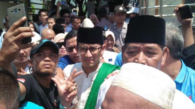 Cawapres Sandiaga Uno saat berada di di Ponpes Al-Mubarok, Kota Serang, Banten.