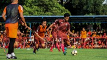 https://thumb.viva.co.id/media/frontend/thumbs3/2019/01/07/5c3345594c1a6-latihan-perdana-persija_213_120.jpg