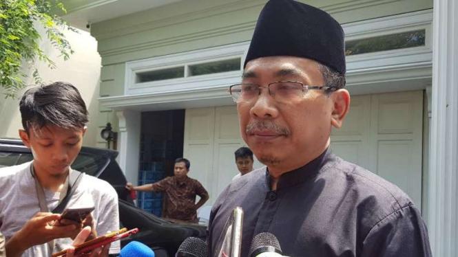 Katib Aam NU Yahya Cholil Staquf usai bertemu calon wakil presiden Ma'ruf Amin di Jakarta, Senin, 7 Januari 2019.