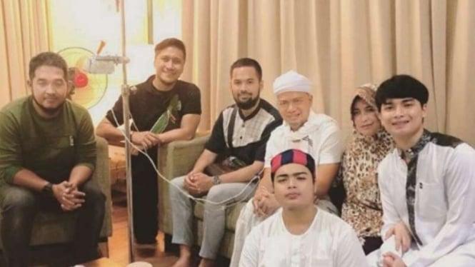 Ustaz Arifin Ilham saat masih dirawat di RSCM