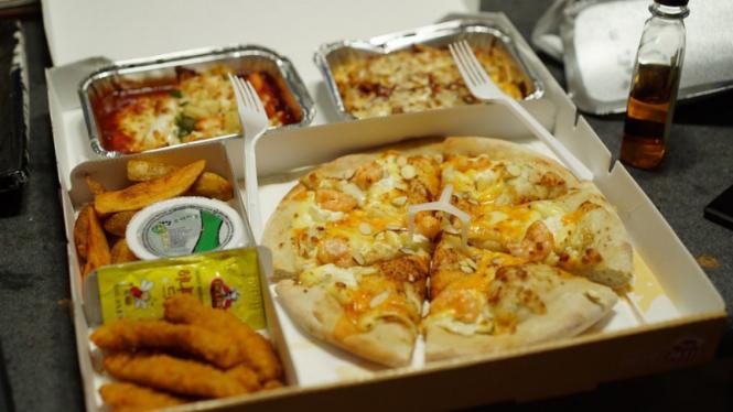 Ilustrasi makanan pesan antar.