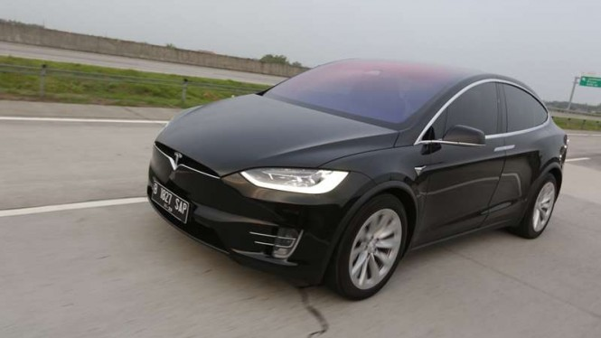 Tesla Model X di Tol Trans Jawa