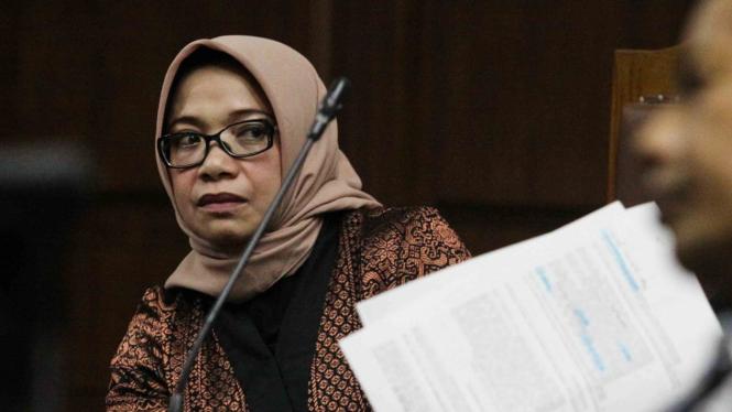 Terdakwa kasus dugaan suap PLTU Riau-1 Eni Maulani Saragih (kiri) menjalani sidang lanjutan di Pengadilan Tipikor,  Jakarta