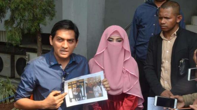 Lucky Hakim dan Tiara Dewi di Polda Metro Jaya