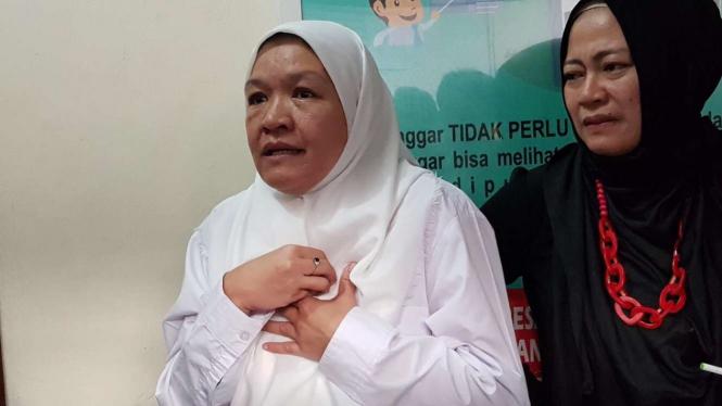 Neli Apriani, karyawan debitur Bank BTN Cabang Cikarang, Jawa Barat, setelah menjalani sidang pembacaan putusan di Pengadilan Negeri Kelas 1A Khusus Bandung pada Rabu, 9 Januari 2019.