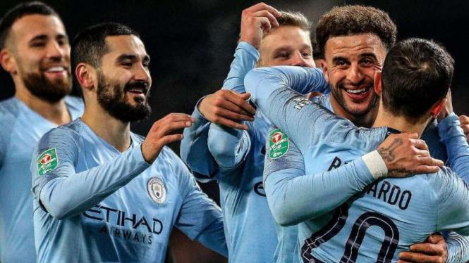 Para pemain Manchester City rayakan gol.
