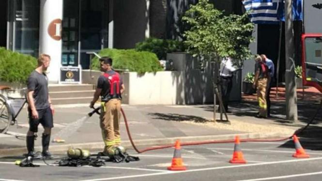 Petugas emergensi Australia memeriksa kantor konsulat Yunani