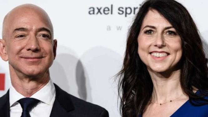 CEO Amazon Jeff Bezos dan MacKenzie.