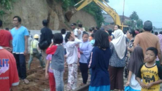 Anak di Sukabumi tertimpa longsor proyek double track