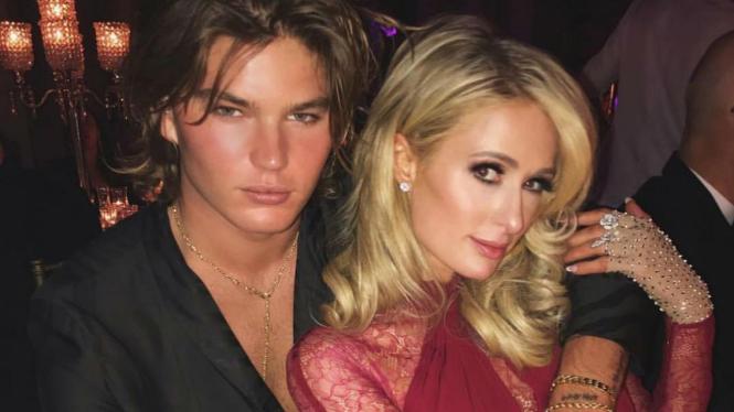Paris Hilton dan kekasih barunya