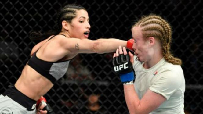 Petarung wanita UFC, Polyana Viana (kiri)