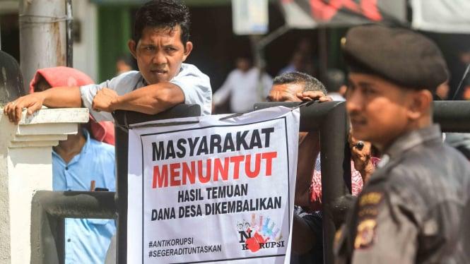 Aksi unjuk rasa kasus korupsi dana desa/Ilustrasi.