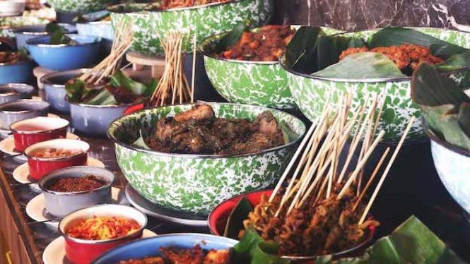 Buffet Lunch di Luminor hotel Surabaya.