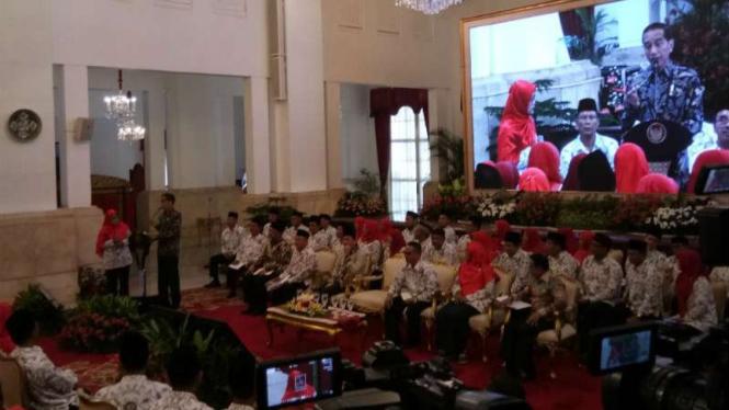 Presiden Jokowi beraudiensi dengan para guru swasta di bawah yayasan