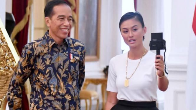 Presiden Joko Widodo dan Agnez Monica