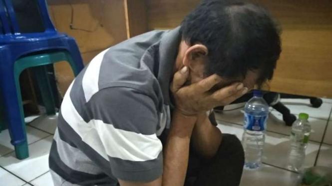 Seorang kuli bangunan ditangkap polisi setelah dilaporkan mencabuli anak tirinya di Palembang, Sumatera Selatan, pada Jumat, 11 Januari 2019.
