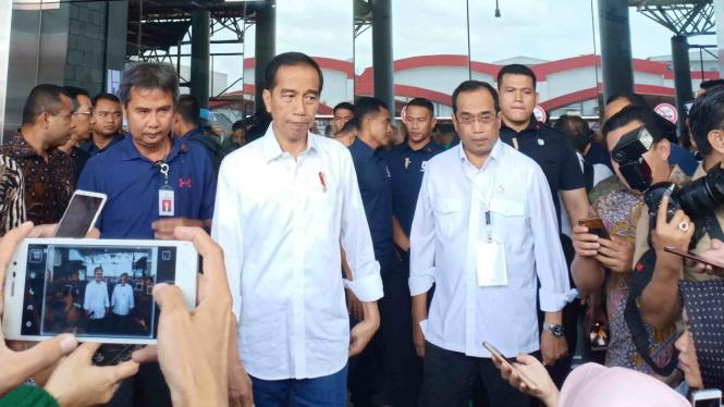 Ditemani Menhub, Jokowi hadiri silaturahmi nasional ojek online di Jakarta.