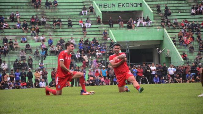 Dua pemain asing Arema, Roberto Lima Guimares dan Pavel Samolyachenko