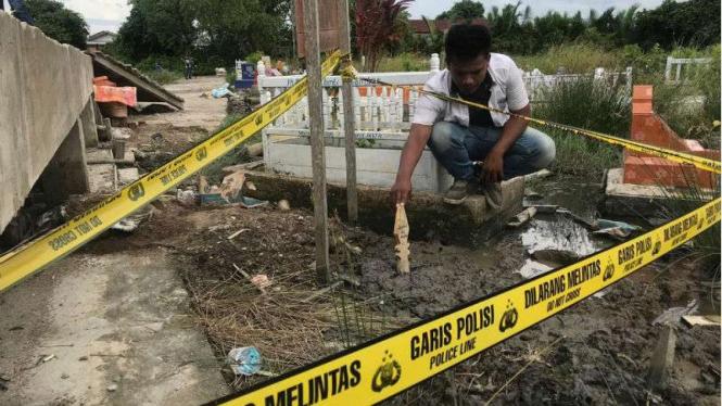 Makam bayi yang baru dikuburkan dibongkar orang tak dikenal