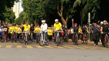 Naik sepeda, Jokowi hadiri deklarasi alumni UI.