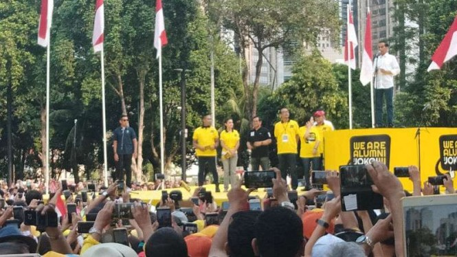 Jokowi di acara alumni UI dukung Jokowi-Ma'ruf di GBK, Jakarta