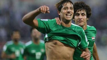 Pemain Irak rayakan gol.