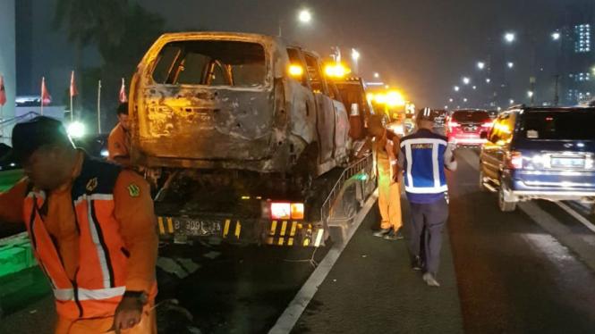 Kondisi Avanza terbakar di Tol Dalam Kota, Sabtu 12 Januari 2019