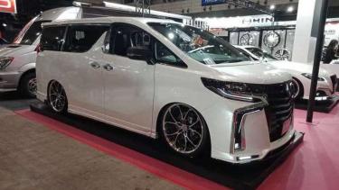 Toyota Alphard modifikasi garapan M'z Speed.