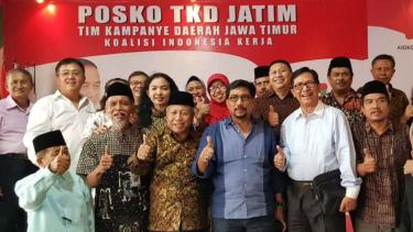 okoh Berbeda tapi Mesra bersama Ketua TKD Jatim, Irjen Pol (Purn) Machfud Arifin, di Surabaya, Jawa Timur, pada Sabtu, 12 Januari 2019.