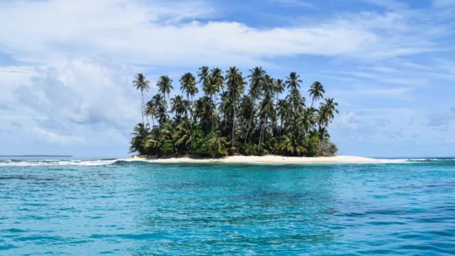 Pulau Madang Balung atau Pulau Spongebob di Kepulauan Banyak Aceh Singkil.