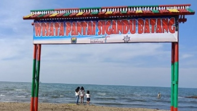 Pesona Pantai Sigandu