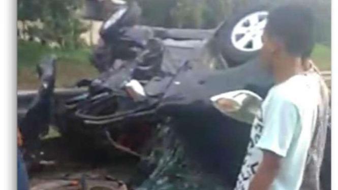 Satu mobil Toyota Avanza bernomor polisi B 1814 GMD dilaporkan terpelanting lalu terbalik di ruas jalan Tol Jakarta-Tangerang Kilometer 13, Bitung, Curug, Tangerang, Banten, pada Minggu, 13 Januari 2019.