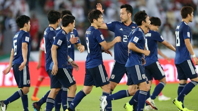 Pemain Timnas Jepang merayakan gol ke gawang Oman