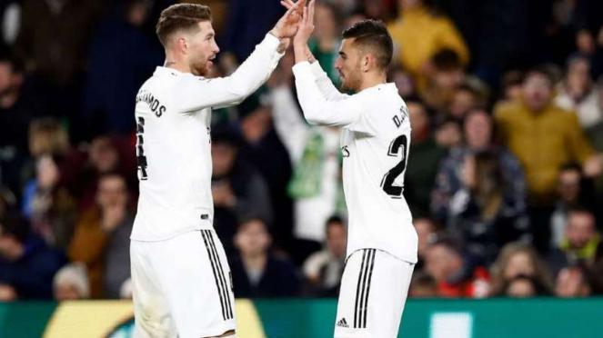Pemain Real Madrid rayakan gol Dani Ceballos.