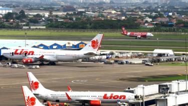https://thumb.viva.co.id/media/frontend/thumbs3/2019/01/14/5c3befdf4558f-mengapa-lion-air-wings-air-dan-citilink-berlakukan-tarif-bagasi_375_211.jpg